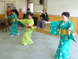 r-1(踊り).jpg